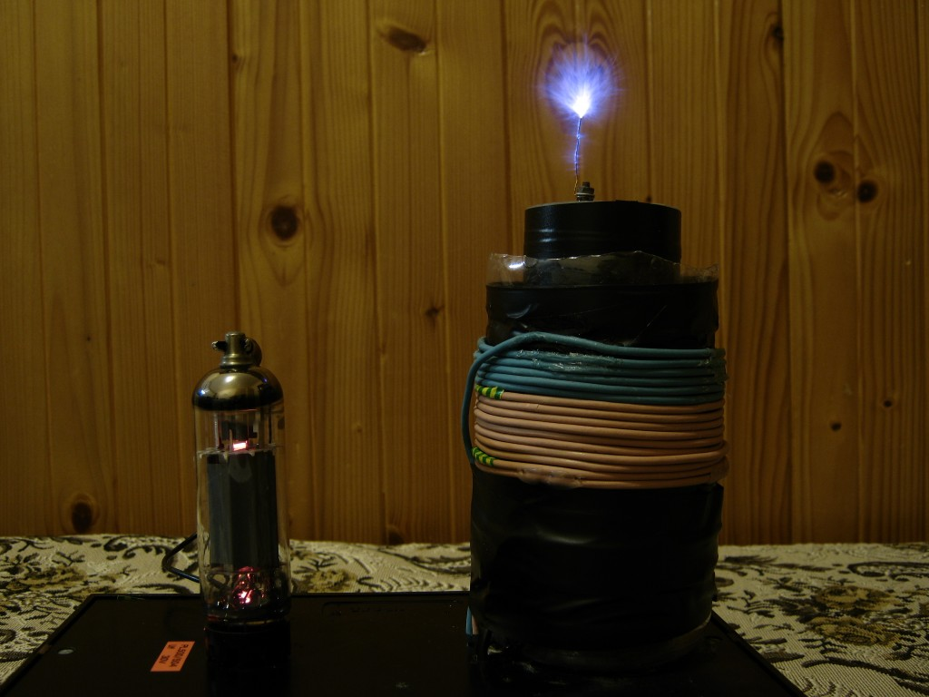 Small vacuum tube tesla coil, QCW